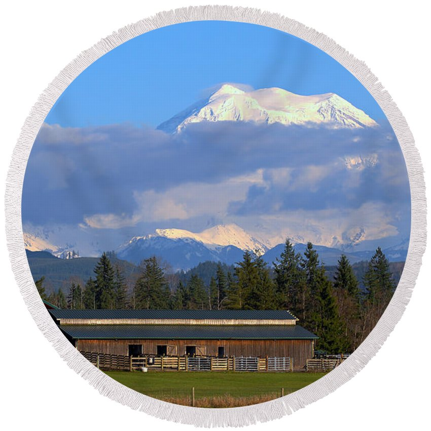 Outdoor Round Beach Towel featuring the photograph Mount Rainier by Paul Fell