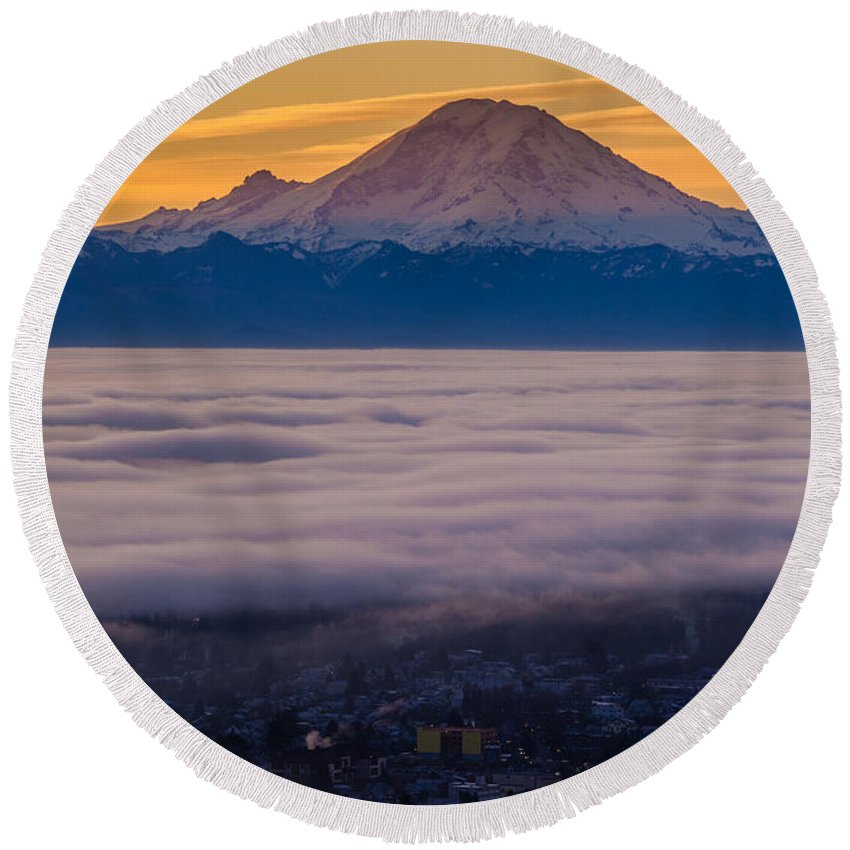 Seattle Round Beach Towel featuring the photograph Mount Rainier Sunrise Mood by Mike Reid