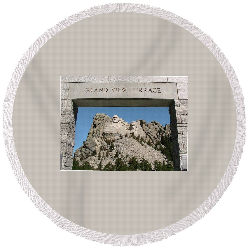 Mount Rushmore National Memorial Round Beach Towel featuring the photograph Mount Rushmore 3 by Thomas Woolworth