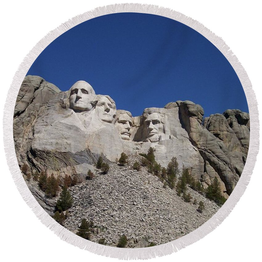 Mount Rushmore National Memorial Round Beach Towel featuring the photograph Mount Rushmore by Thomas Woolworth
