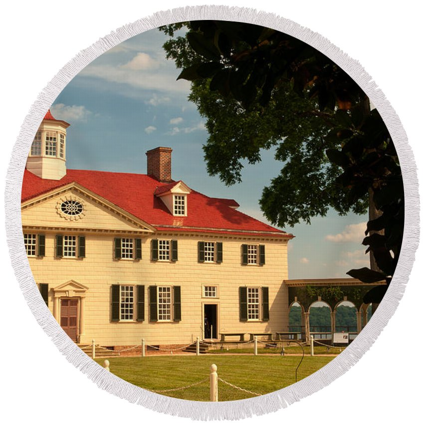 mount Vernon Round Beach Towel featuring the photograph Mount Vernon by Paul Mangold