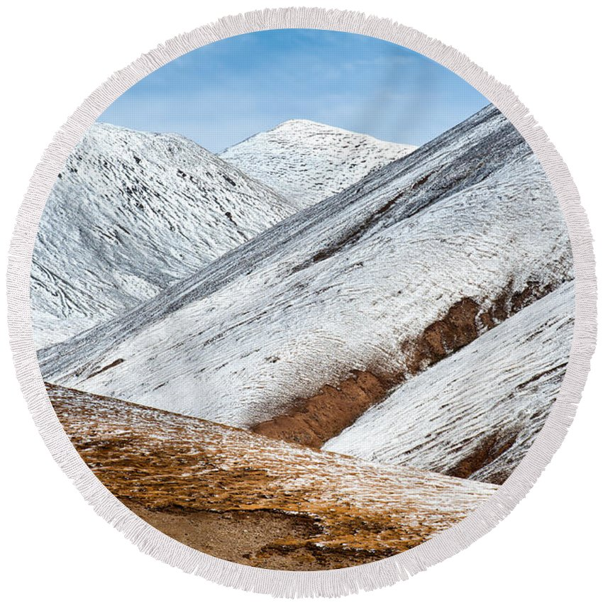 Snow Round Beach Towel featuring the photograph Mountain by Kim Pin Tan
