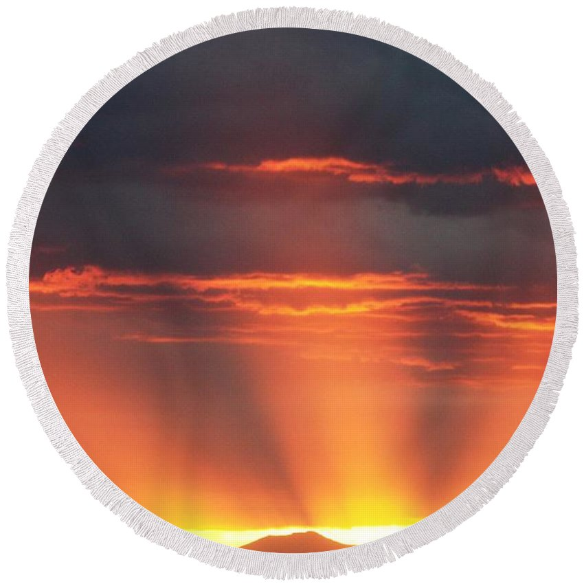 Sunrays Round Beach Towel featuring the photograph Mountain Rays by Shane Bechler