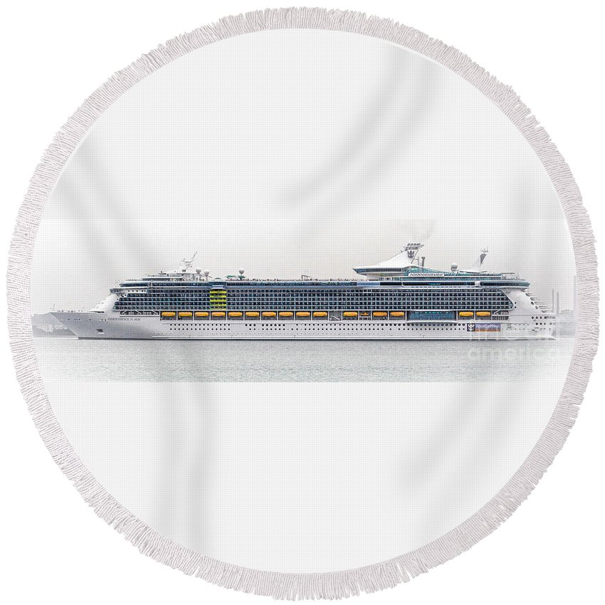 Sea Round Beach Towel featuring the photograph M S Independence Of The Seas by Linsey Williams