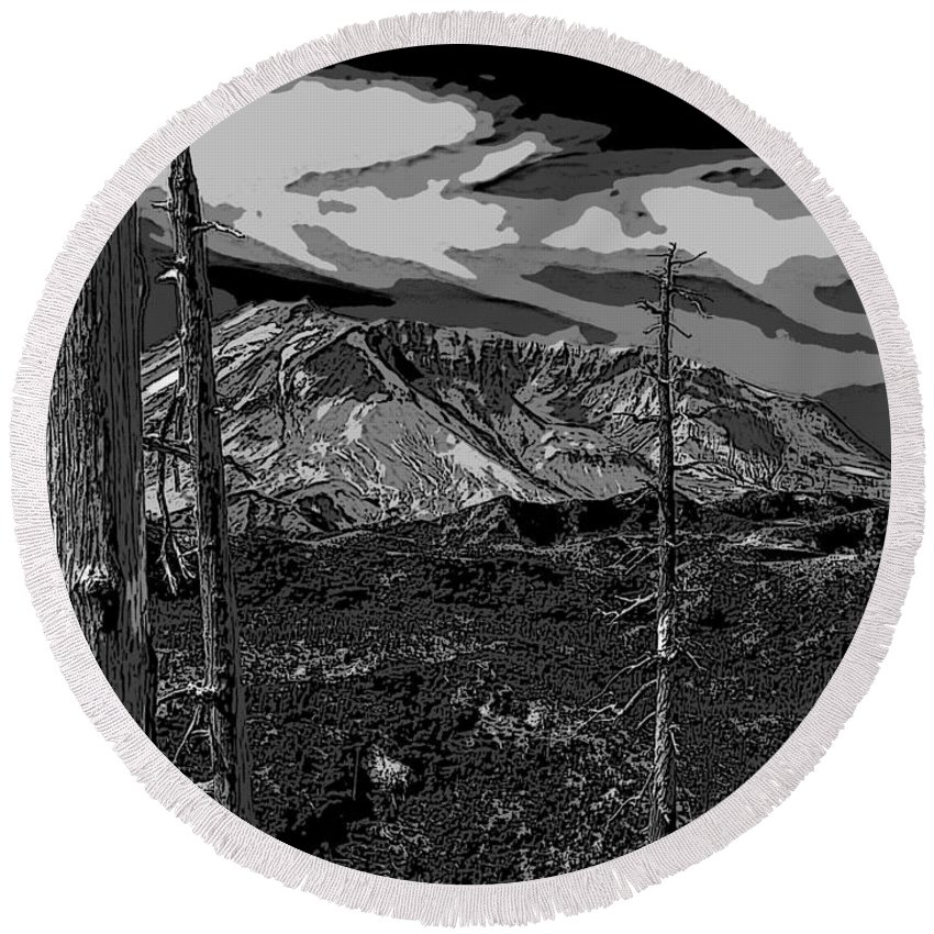 St. Helens Round Beach Towel featuring the photograph Mt St Helens by David Gleeson
