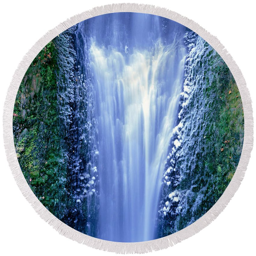North America Round Beach Towel featuring the photograph Multnomah Falls Columbia River Gorge Oregon by Dave Welling