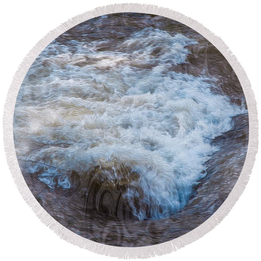 Georgia Okeefe Round Beach Towel featuring the painting Mysterious Wave by Omaste Witkowski