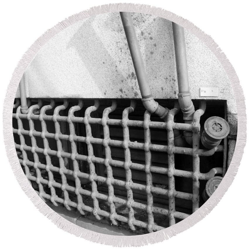 Macro Round Beach Towel featuring the photograph N Y C Grates In Black And White by Rob Hans