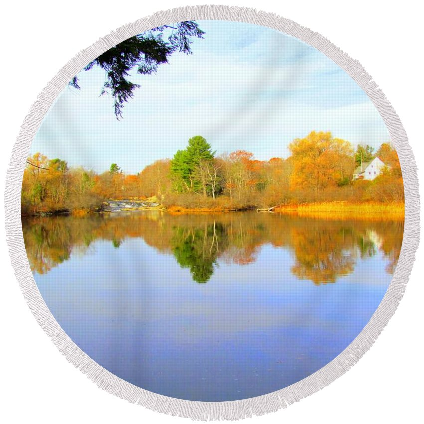 Royal River Round Beach Towel featuring the photograph Nature's Finest by Elizabeth Dow