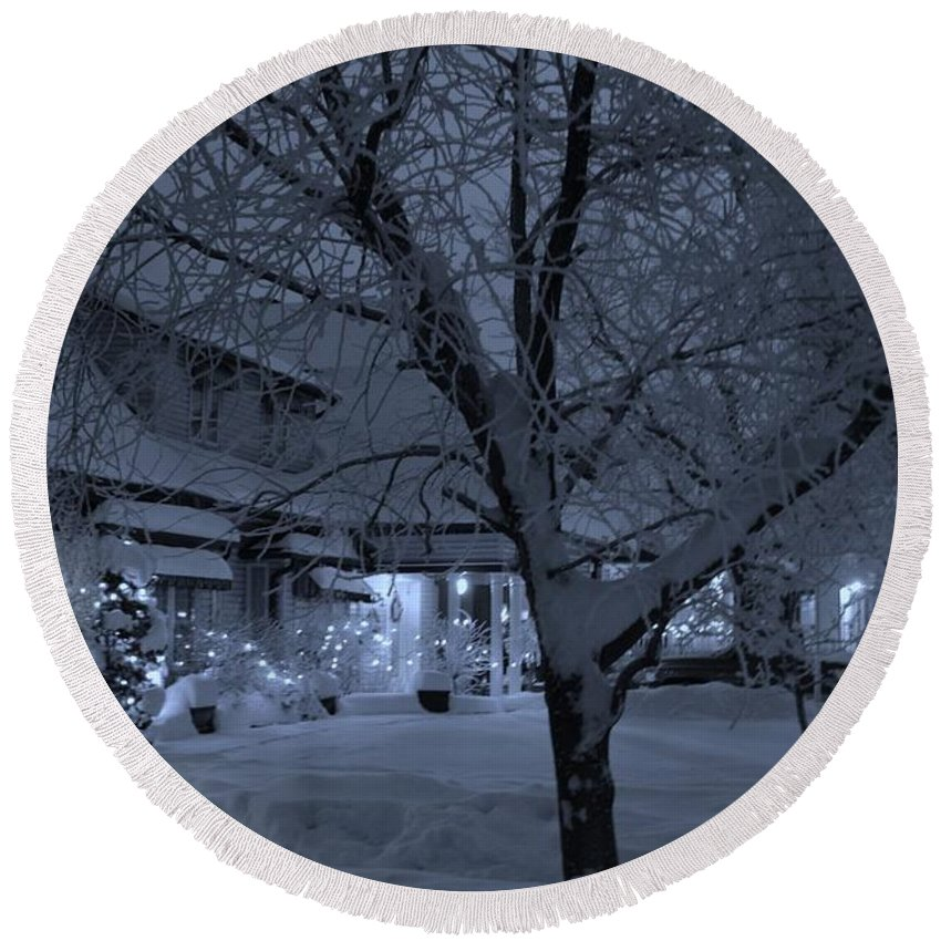 Winter Scenery Round Beach Towel featuring the photograph Neighbour's House by Elaine Berger