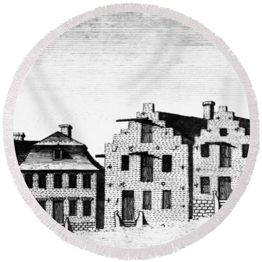 1789 Round Beach Towel featuring the painting New York Albany, 1791 by Granger