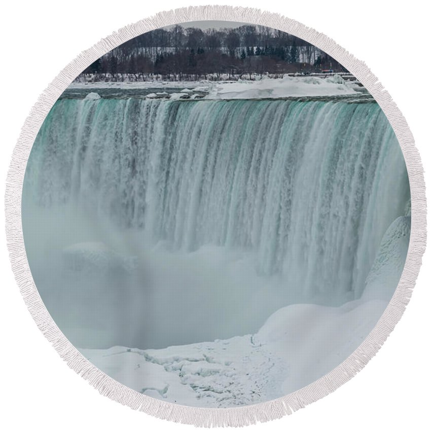 Canada Round Beach Towel featuring the photograph Niagara Falls Canada In Winter by Ray Sheley