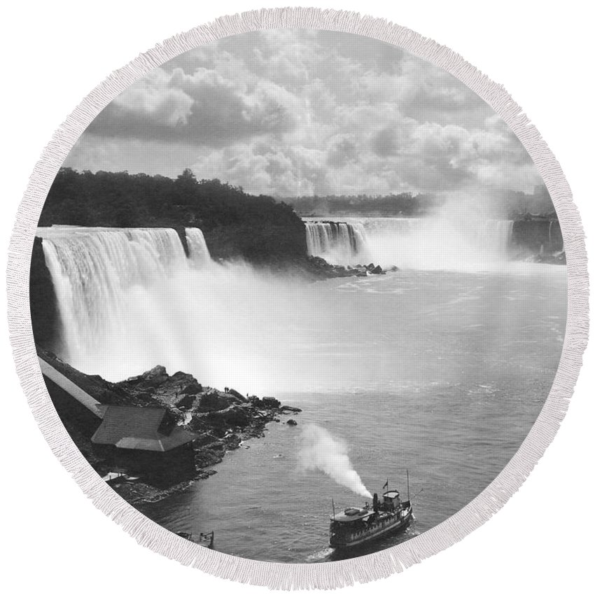 1890 Round Beach Towel featuring the photograph Niagara Falls Maid Of The Mist by Underwood Archives