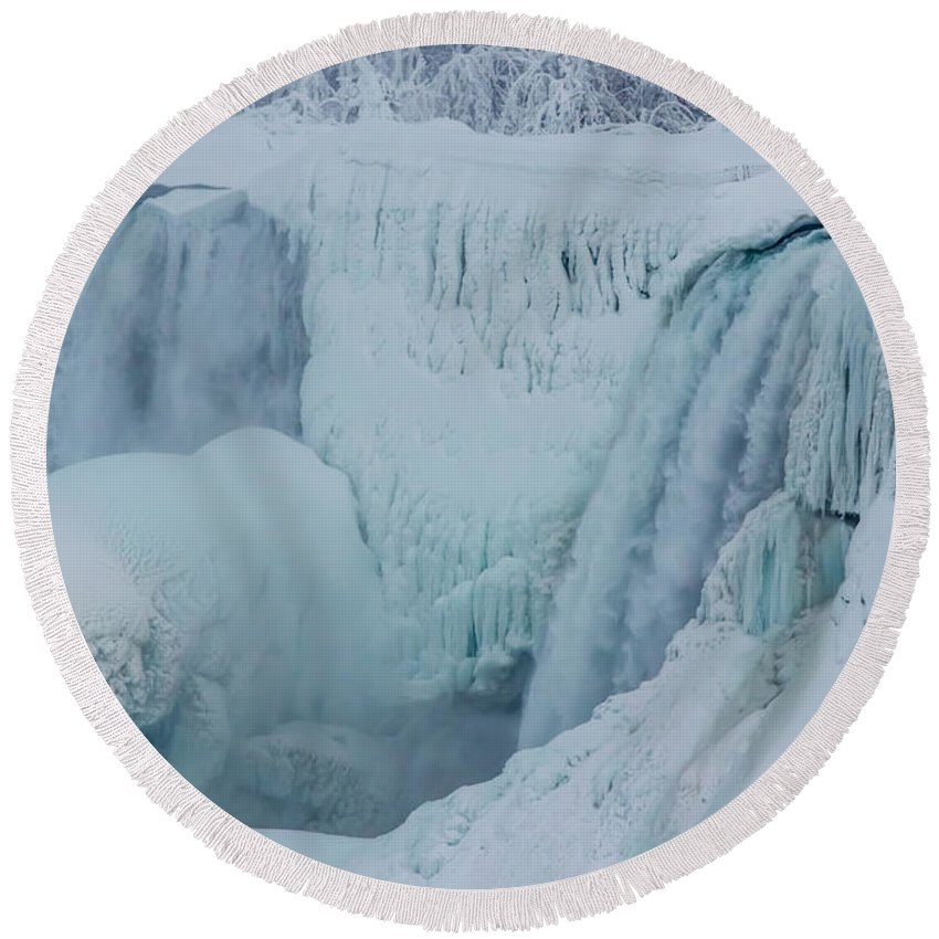 Usa Round Beach Towel featuring the photograph Niagara Falls Usa In Winter by Ray Sheley