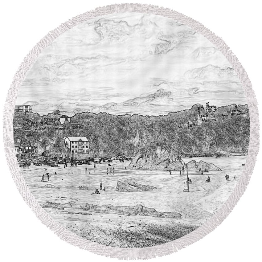 Tenby Round Beach Towel featuring the photograph North Beach Tenby by Steve Purnell