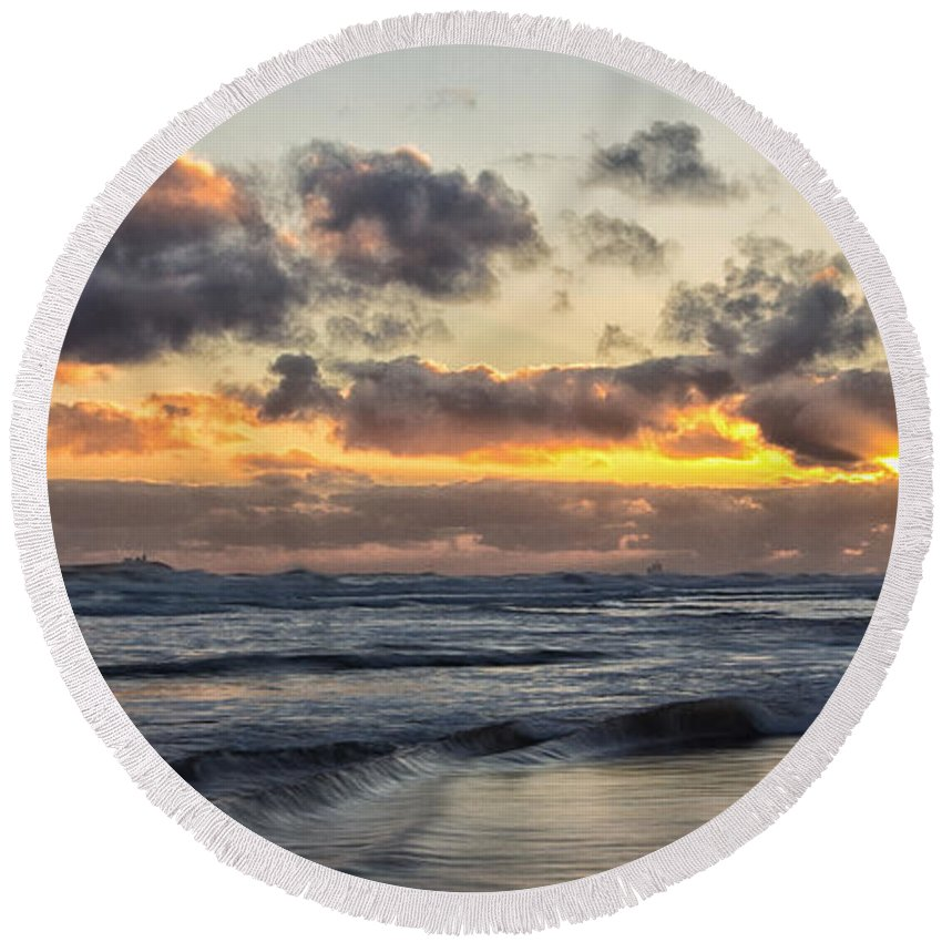 Seascape Round Beach Towel featuring the photograph Northumbrian Coast by David Pringle