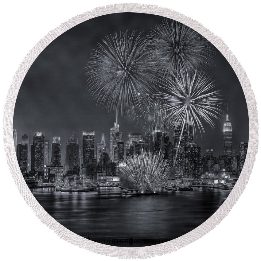 New York City Round Beach Towel featuring the photograph Nyc Celebrate Fleet Week Bw by Susan Candelario