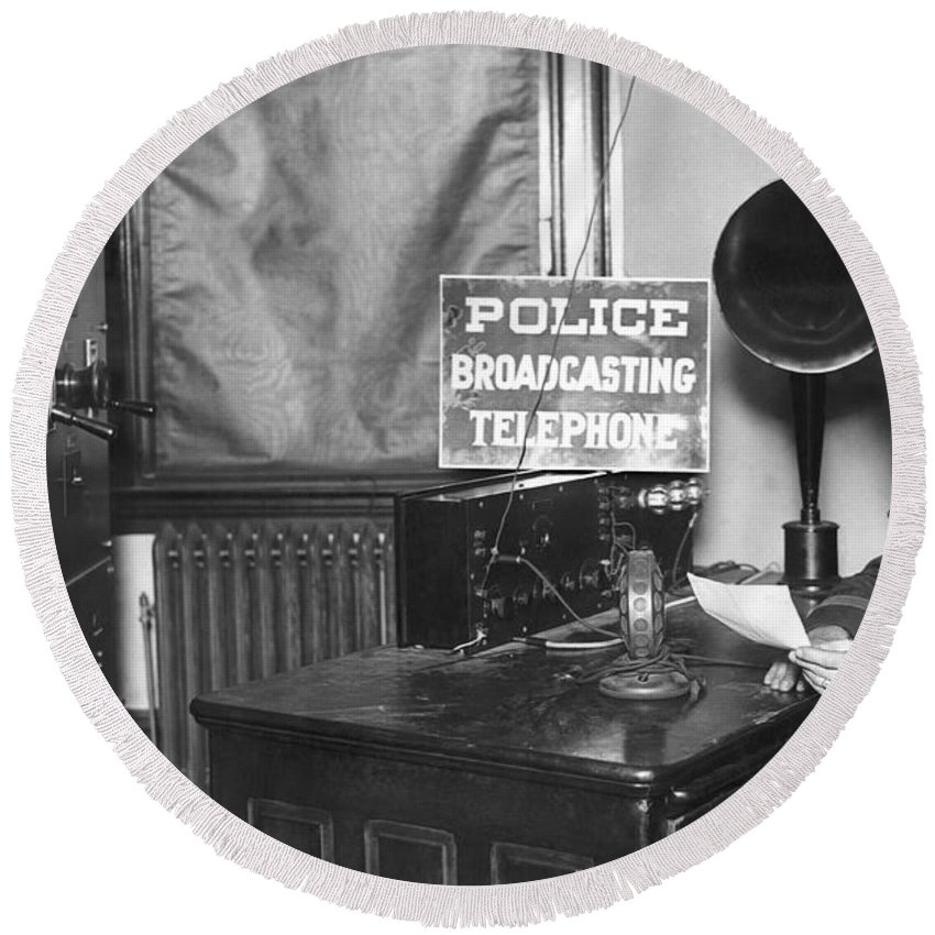 1922 Round Beach Towel featuring the photograph Nypd Radio Station, Wlaw by Underwood Archives