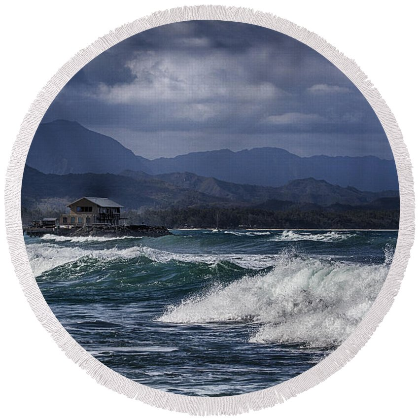 Round Beach Towel featuring the photograph Oahu Surf by Douglas Barnard