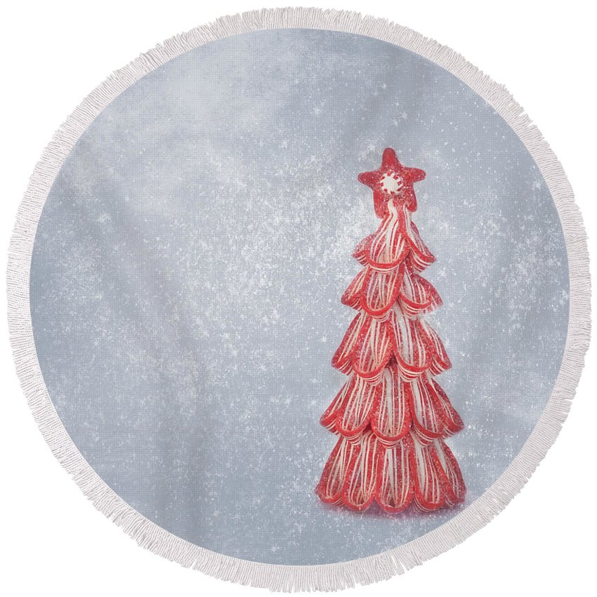 Christmas Card Art Round Beach Towel featuring the photograph Oh Christmas Tree by Kim Hojnacki