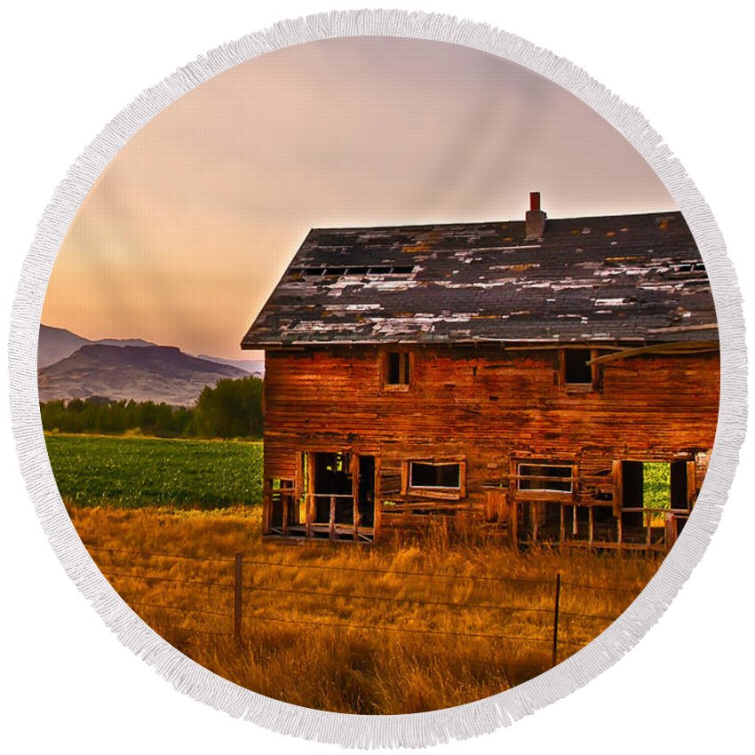 Sunrise Round Beach Towel featuring the photograph Old Barn At Sunrise by Robert Bales