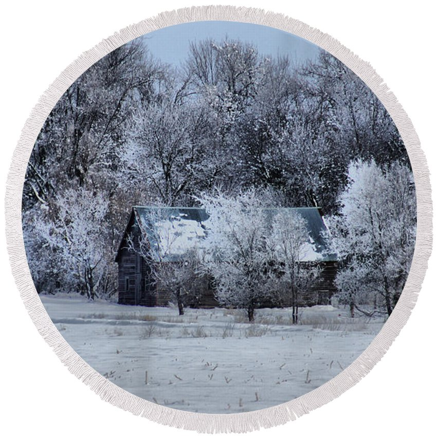 Winter Round Beach Towel featuring the photograph Old Barn by Lori Tordsen