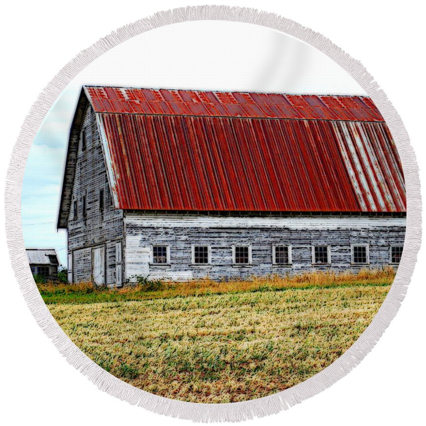 Barn Round Beach Towel featuring the photograph Old Farm II by Kathy Sampson