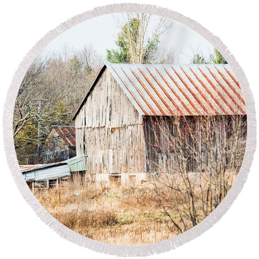 Round Beach Towel featuring the photograph Old Farmstead by Cheryl Baxter