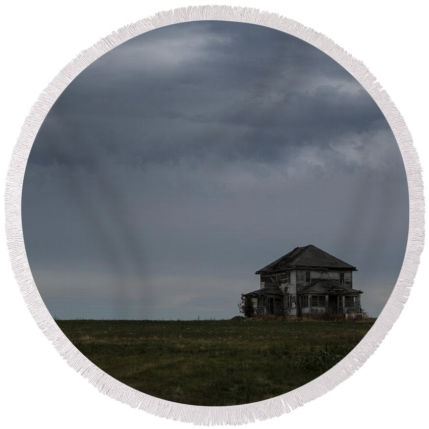 Storm Round Beach Towel featuring the photograph Old House On The Prairie by Guy Shultz