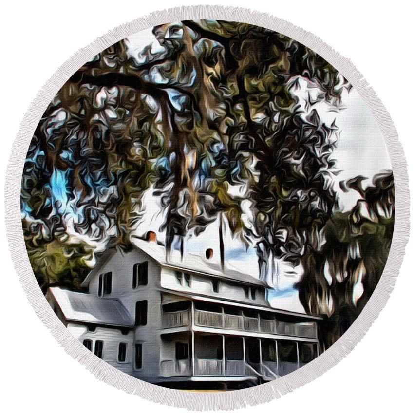 Thursby Plantation House Florida Blue Springs Park Round Beach Towel featuring the photograph Old Thursby Plantation House by Alice Gipson