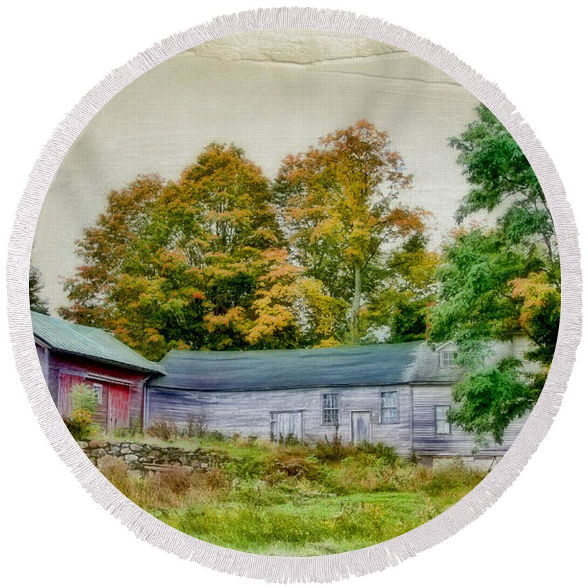 Old Home Round Beach Towel featuring the photograph Olde Homestead On Rt 105 by Deborah Benoit