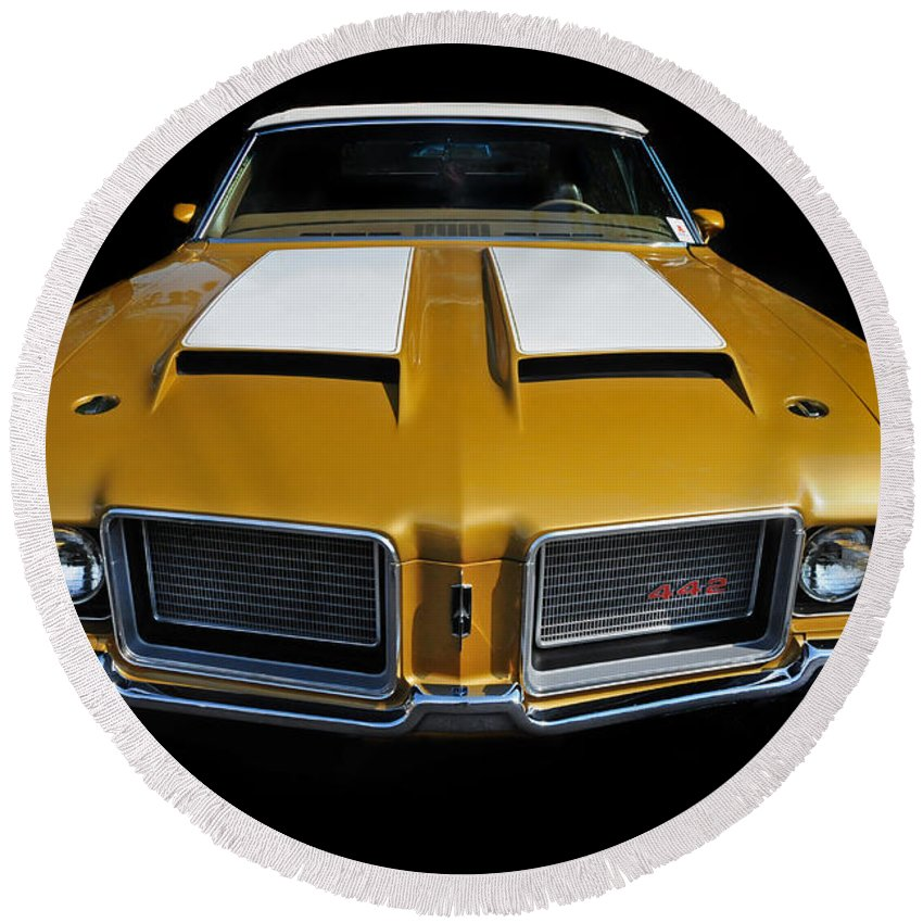 Oldsmobile Round Beach Towel featuring the photograph Oldsmobile 442 by Dave Mills
