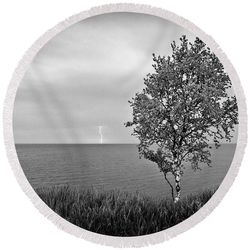 Lake Superior Round Beach Towel featuring the photograph One On One by Doug Gibbons