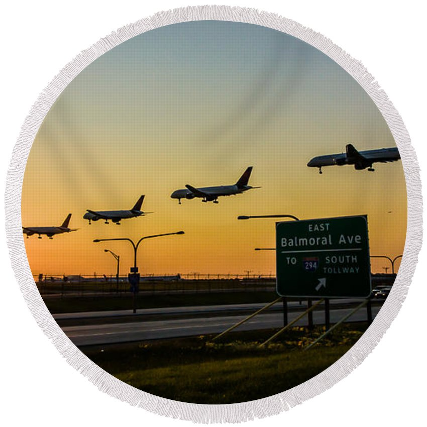 Chicago Round Beach Towel featuring the photograph One Plane Landing At O'hare by Anthony Doudt