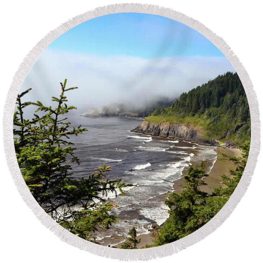 Shore Round Beach Towel featuring the photograph Oregon Coastline by Michelle Calkins