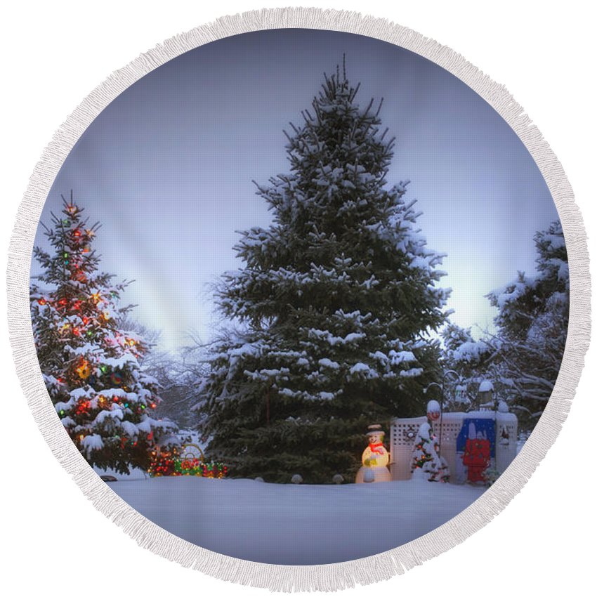 Tree Round Beach Towel featuring the photograph Outdoor Christmas Tree by Thomas Woolworth