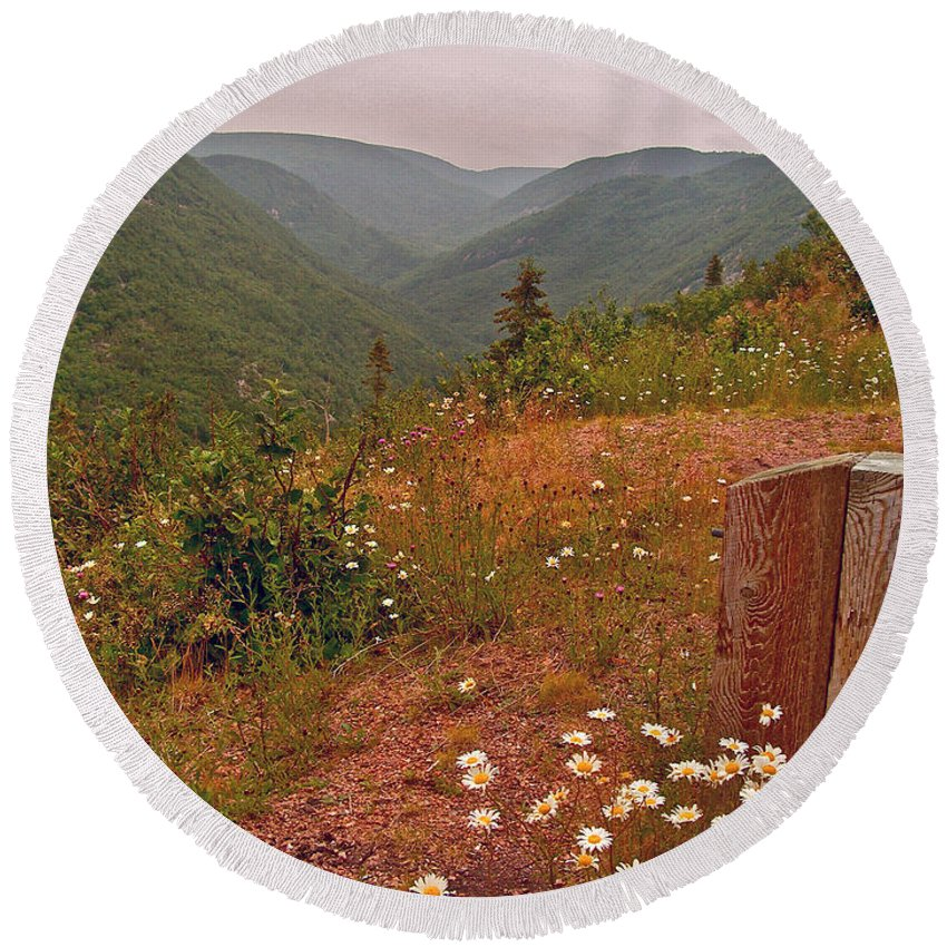 Ox-eye Daisies On Skyline Trail In Cape Breton Highlands Np Round Beach Towel featuring the photograph Ox-eye Daisies On Skyline Trail In Cape Breton Highlands Np-ns by Ruth Hager