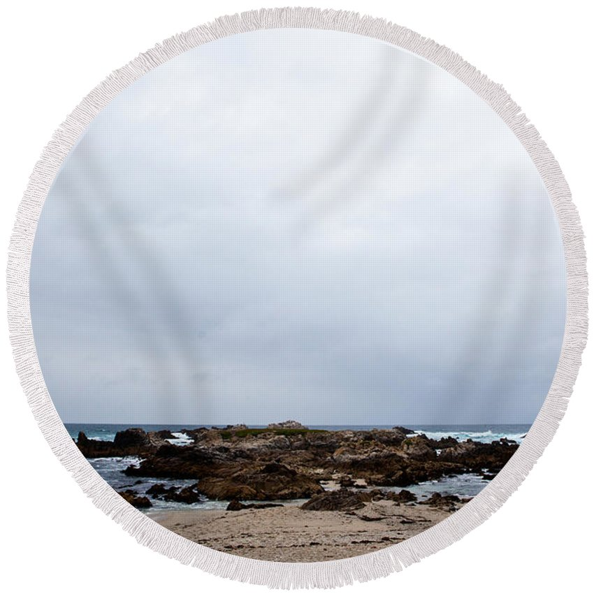 Rocky Round Beach Towel featuring the photograph Pacific Horizon by Melinda Ledsome