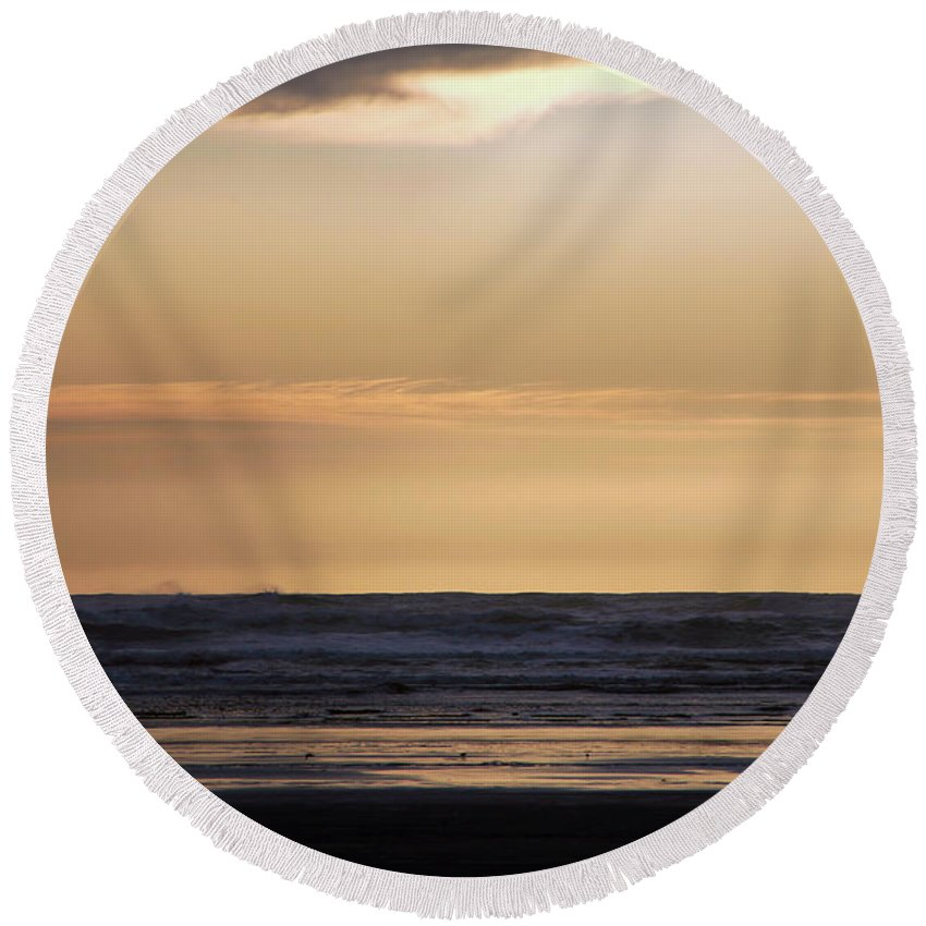 Ocean Round Beach Towel featuring the photograph Pacific Sunset by Jeanette C Landstrom