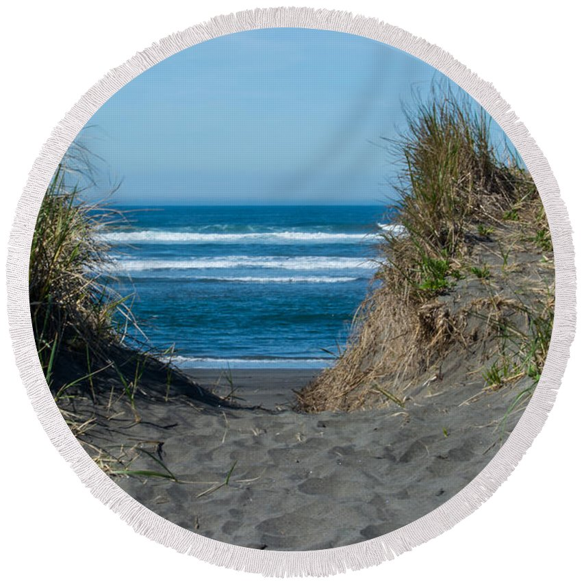 Beach Round Beach Towel featuring the photograph Pacific Trail Head by Tikvah's Hope