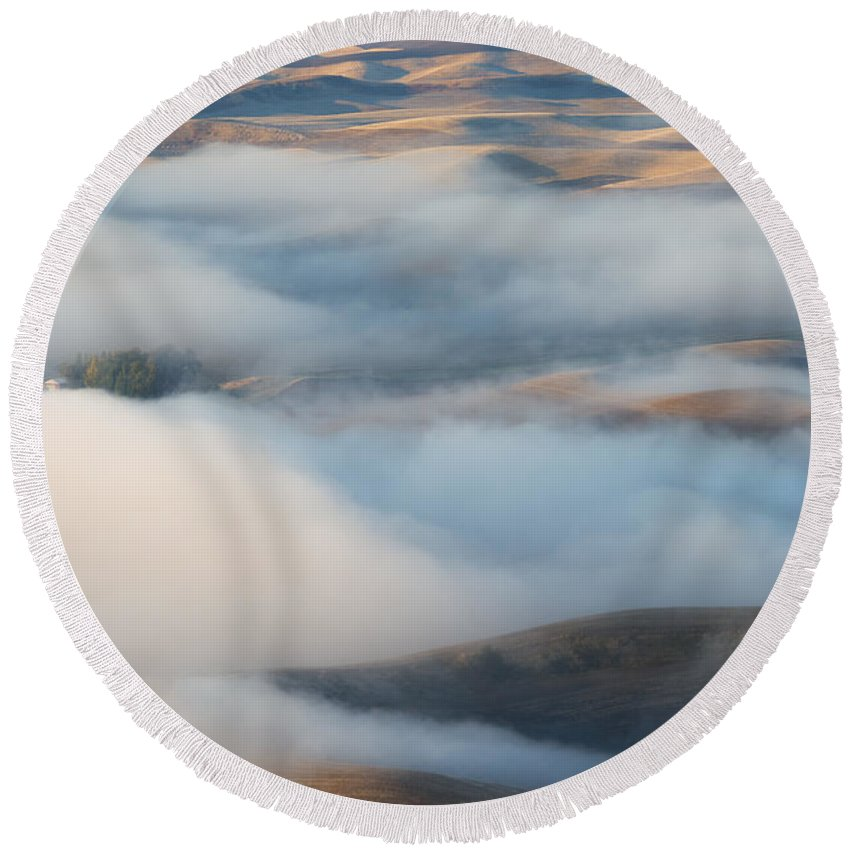 Palouse Round Beach Towel featuring the photograph Palouse Morning Mist by Mike Dawson