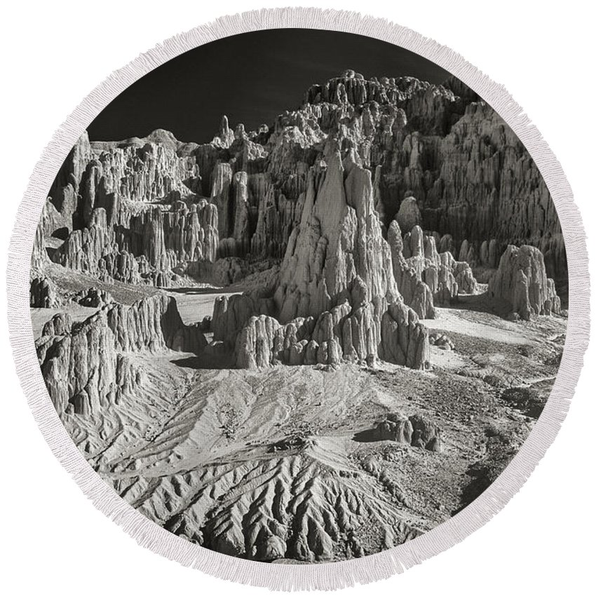North America Round Beach Towel featuring the photograph Panaca Sandstone Formations In Black And White Nevada Landscape by Dave Welling