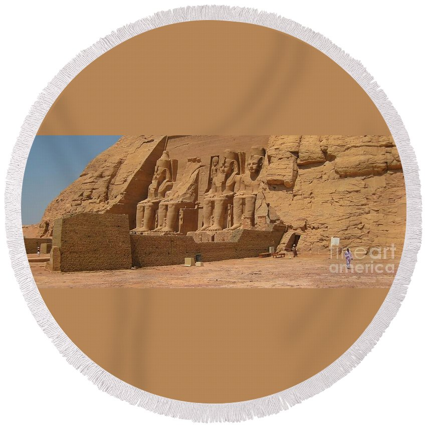 Panoramic Photograph Of Famous Egyptian Monument Round Beach Towel featuring the photograph Panoramic Photograph Of Famous Egyptian Monument by John Malone