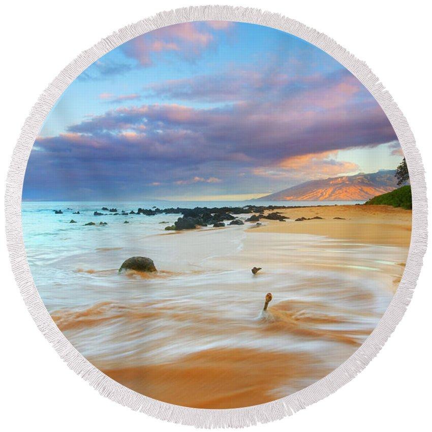 Sunrise Round Beach Towel featuring the photograph Paradise Dawn by Mike Dawson