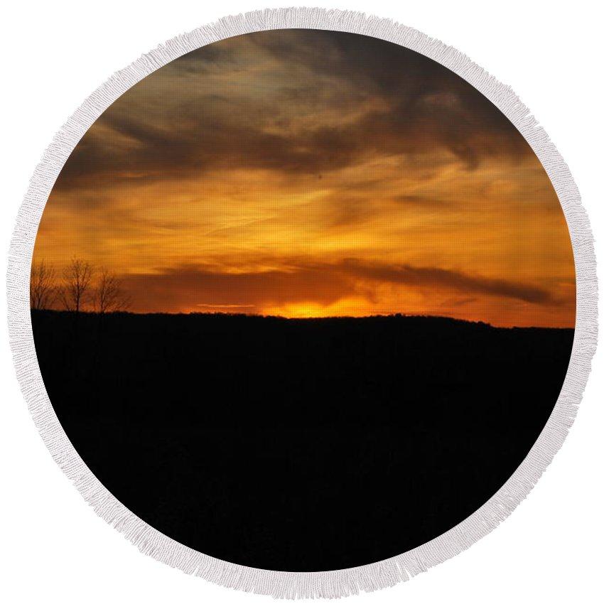 Sunset Round Beach Towel featuring the photograph Patterson Sunset by Kurt Von Dietsch