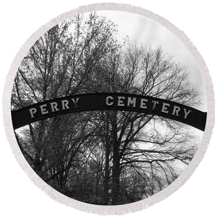 Perry Cemetery Round Beach Towel featuring the photograph Perry Cemetery by Michael Krek