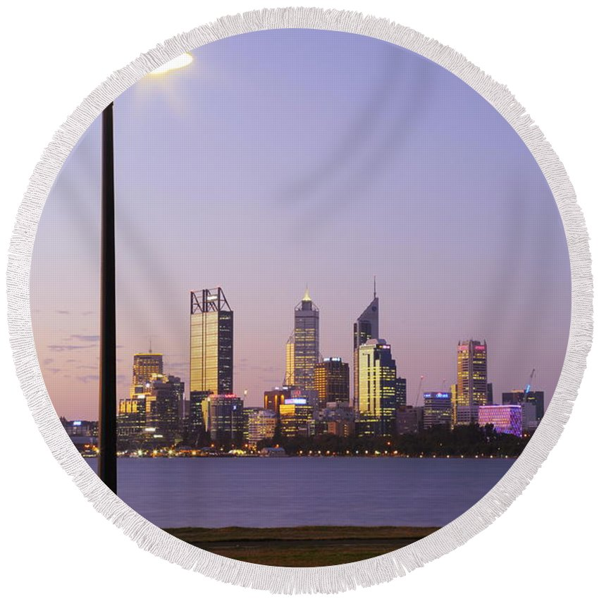 Perth Round Beach Towel featuring the photograph Perth 2am-004259 by Andrew McInnes