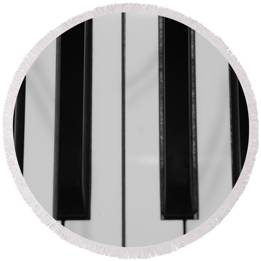 Piano Round Beach Towel featuring the photograph Piano Keys In Black And White by Rob Hans