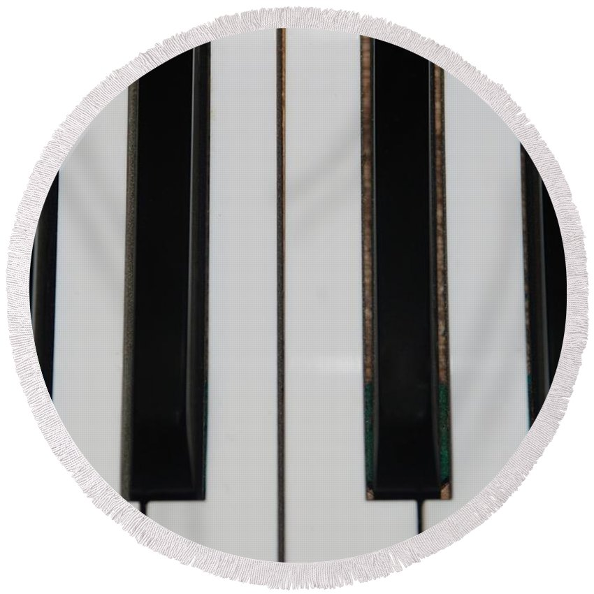 Piano Round Beach Towel featuring the photograph Piano Keys by Rob Hans