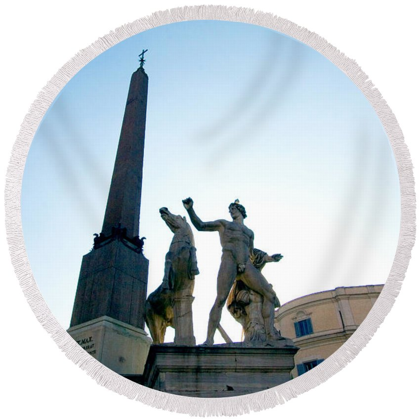 Statuary Round Beach Towel featuring the photograph Piazza Del Quirinale by Tim Holt